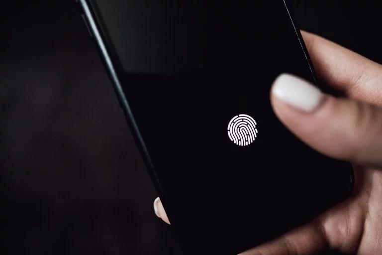 Son muchos los teléfonos que integran un sensor de huellas digitales ocultos detrás de la pantalla, pero el del Xiaomi Mi 11 permite medir las pulsaciones