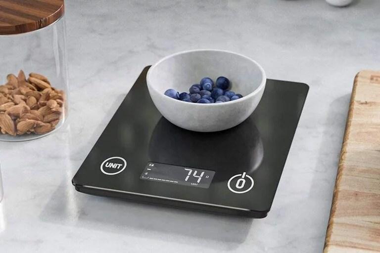 Smart Nutrition Scale es la balanza inteligente que ofrece respuestas sobre valores nutricionales de los alimentos mediante el asistente por voz Alexa