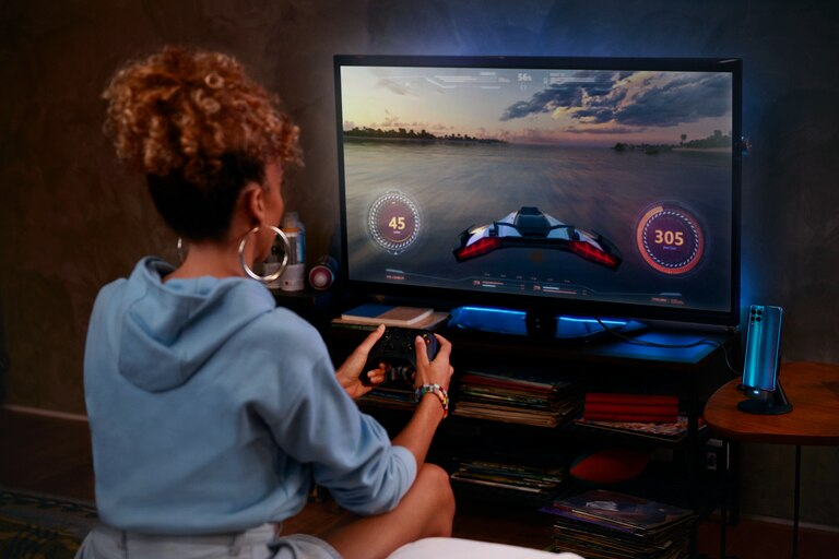 Con una TV y un gamepad el Moto G100 se transforma en una consola de videojuegos