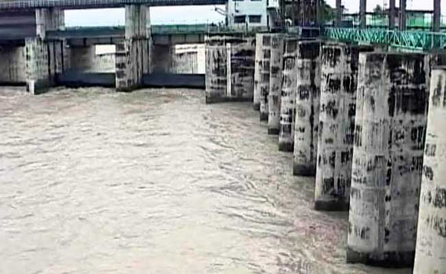 Delhi water woes to aggravate; security forces fail to secure canal (Lead)