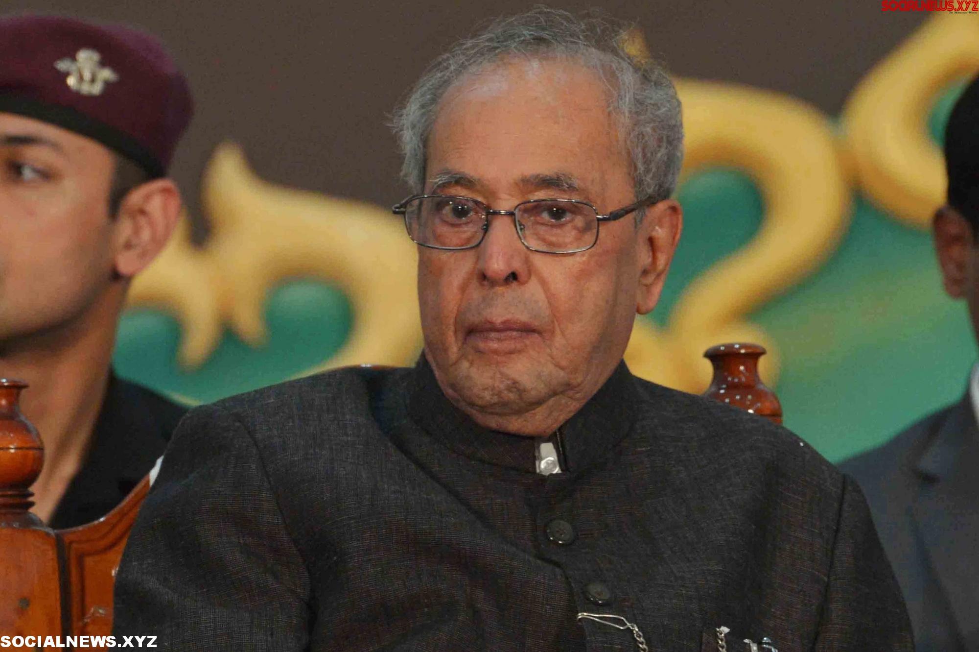 Pranab attends Rahul's Iftar