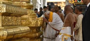Prime Minister Narendra Modi offers prayers Sri Venkateswara Swamy Temple, in Tirupati, Andhra Pradesh on Jan 3, 2017. (Photo: IANS/PIB)