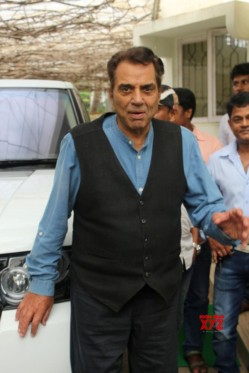 "Mumbai: ""Dream Catcher""   Dubbing   Dharmendra"