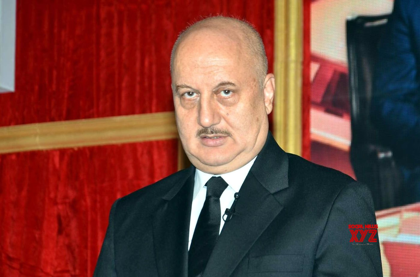 Anupam Kher's wig act leaves netizens in splits