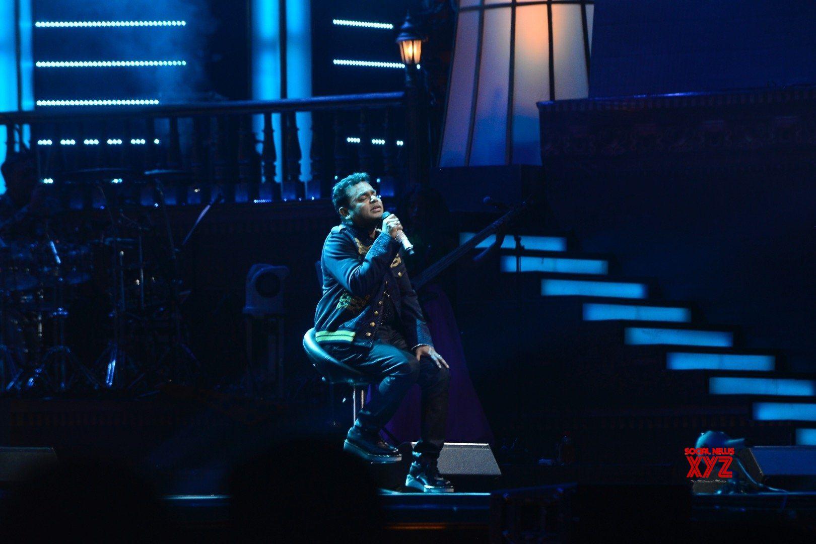'Jazbaa' singer collaborates with Rahman