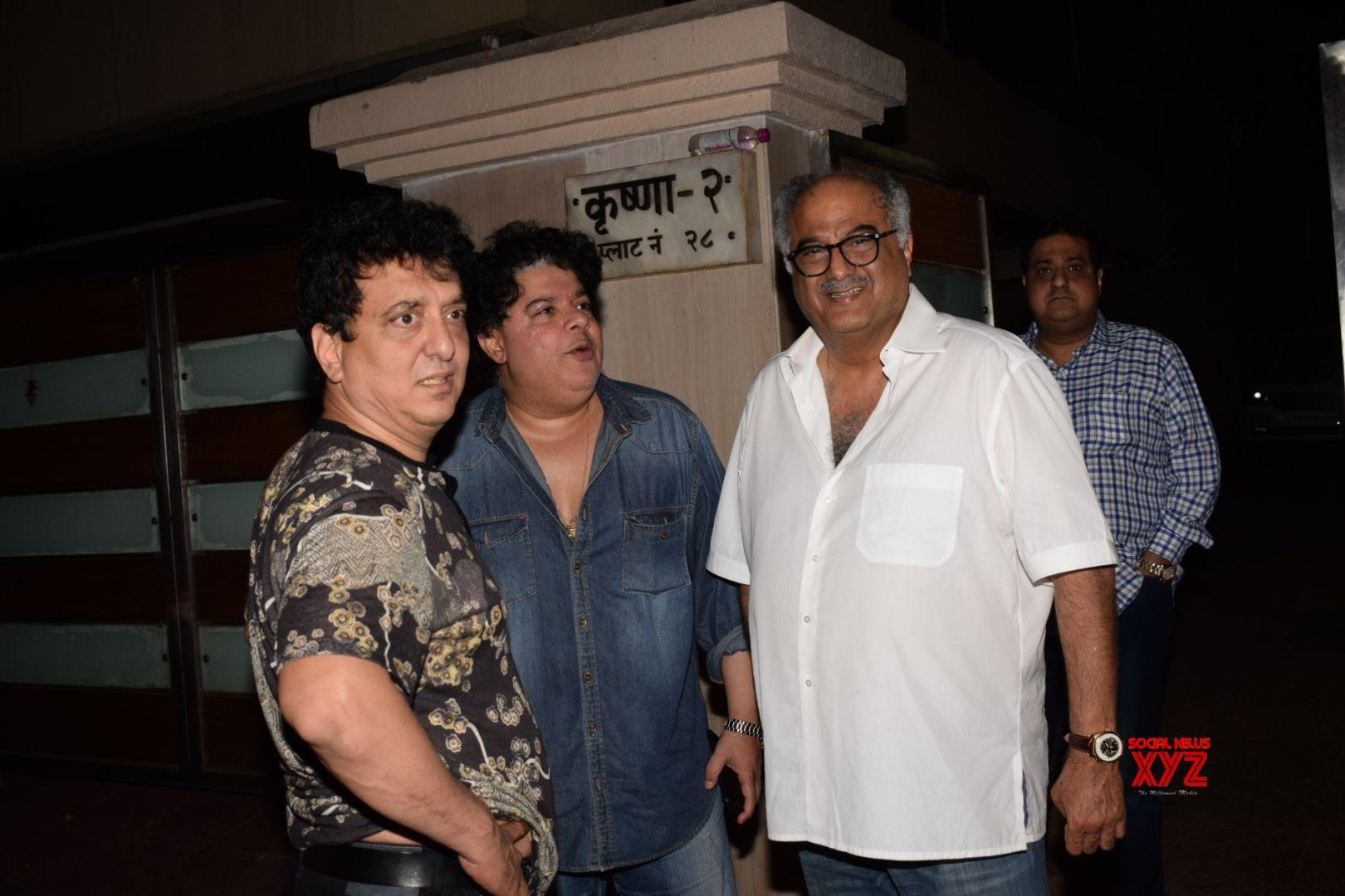 25 years after 'Roop Ki Rani...', Satish Kaushik says sorry to Boney Kapoor