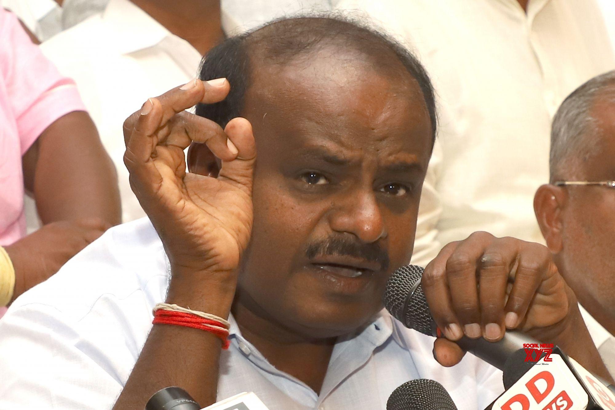 Karnataka crisis: 5 Congress, 3 JD-MLAs 'resign'
