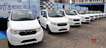 Kolkata: A fleet of Mahindra electric vehicles launched on Zoomcar in Kolkata, on June 13, 2018. (Photo: IANS)