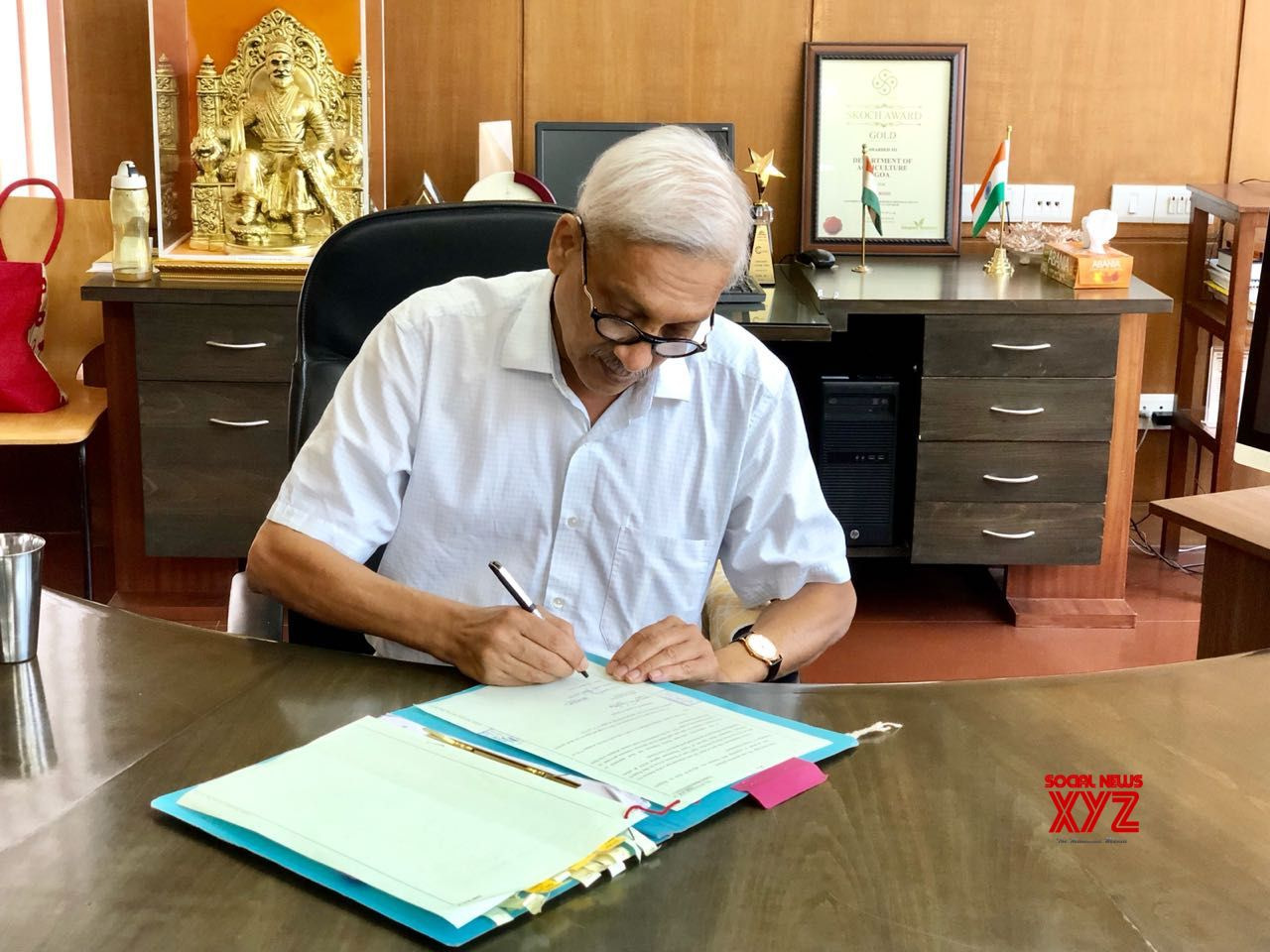 Panaji: Goa Chief Minister Manohar Parrikar resumes work at his office in Panaji, on June 15, 2018. He returned to Goa after being treated in a New York hospital for advanced pancreatic cancer for nearly three months.. (Photo: IANS)