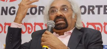 Sam Pitroda, Chairperson, National Knowledge Commission addressing media organised by Bangalore Reporters Guild at Press Club in Bangalore on March 22, 2014. (Photo : IANS)