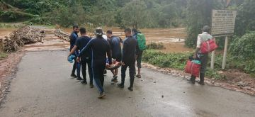 Kodagu: Rescue operations underway in the flood-hit Kodagu district of Karnataka on Aug 20, 2018. About 4,320 marooned people have been rescued till Monday morning in flood-hit Kodagu district in Karnataka as the rescue work entered its final stage in search of nearly 50 persons reportedly missing or stranded. (Photo: IANS/DPRO)