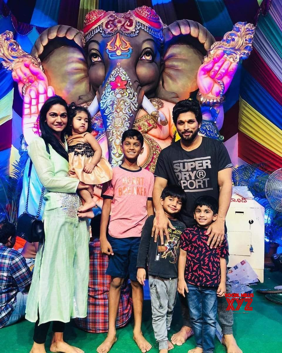 Allu Arjun At Ganesh Immersion Event With His Family - Social News XYZ