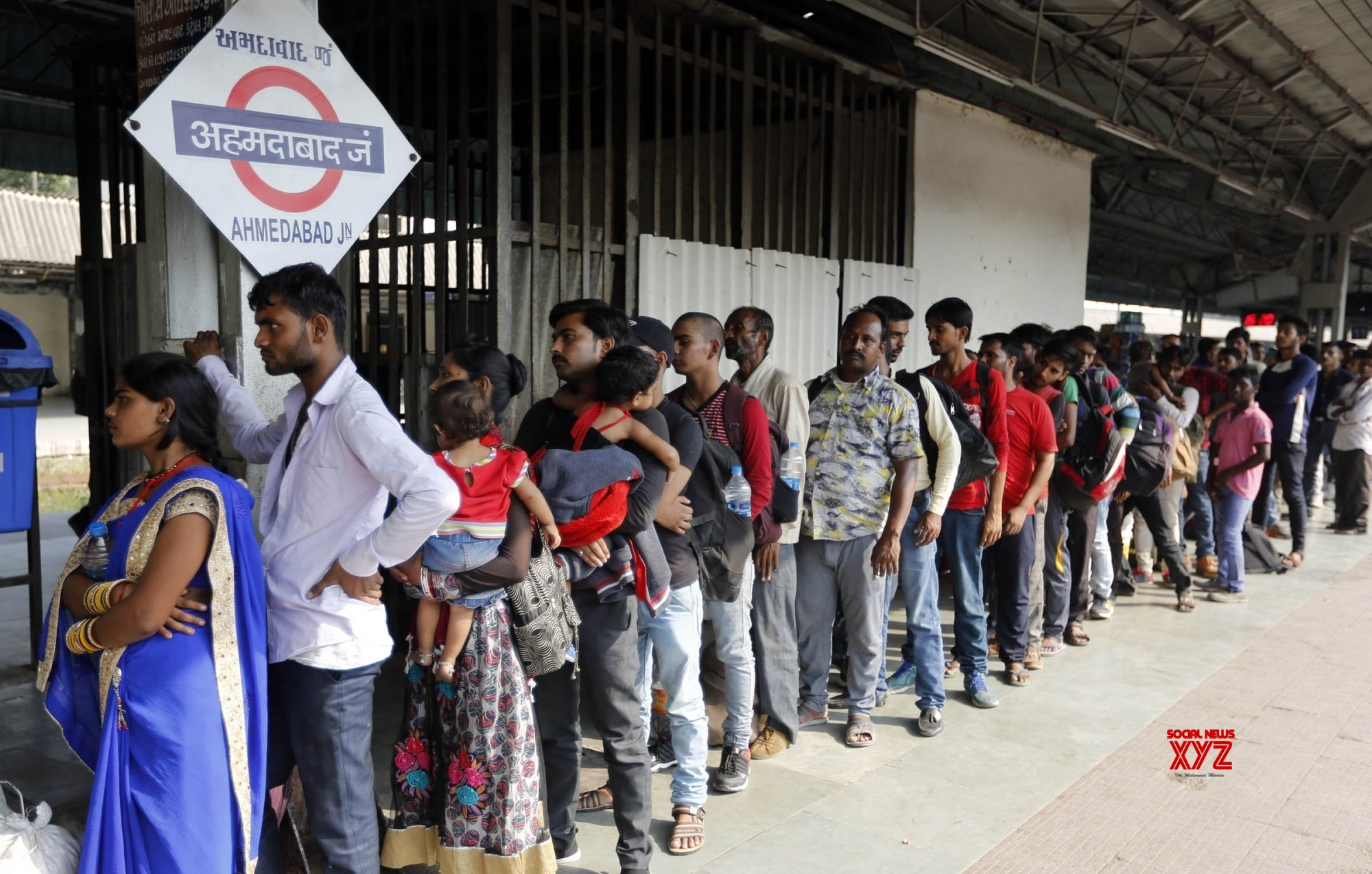 HC seeks Gujarat's reply on PIL on attack on migrants