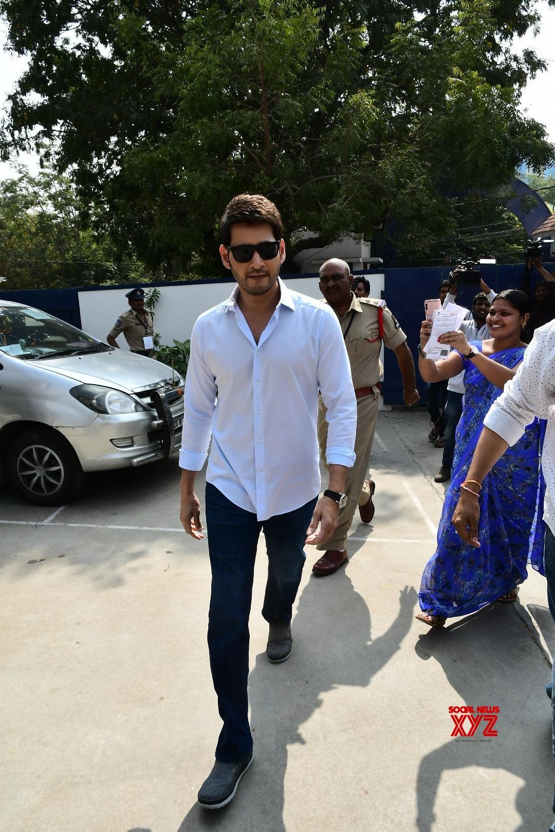 Mahesh Babu Stills From Voting In Telangana Elections 2018