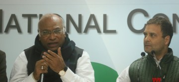 New Delhi: Congress President Rahul Gandhi with party leader Mallikarjun Kharge during a press conference in New Delhi on Dec 14, 2018. (Photo: IANS)