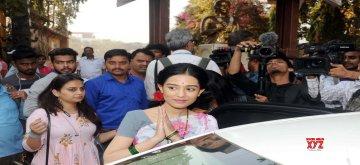Mumbai: Actress Amrita Rao, who is playing the role of Meena Tai Thackeray, wife of Shiv Sena founder Balasaheb Thackeray visits Meenatai Thackeray memorial in Mumbai's Dadar on Jan 10, 2019. (Photo: IANS)