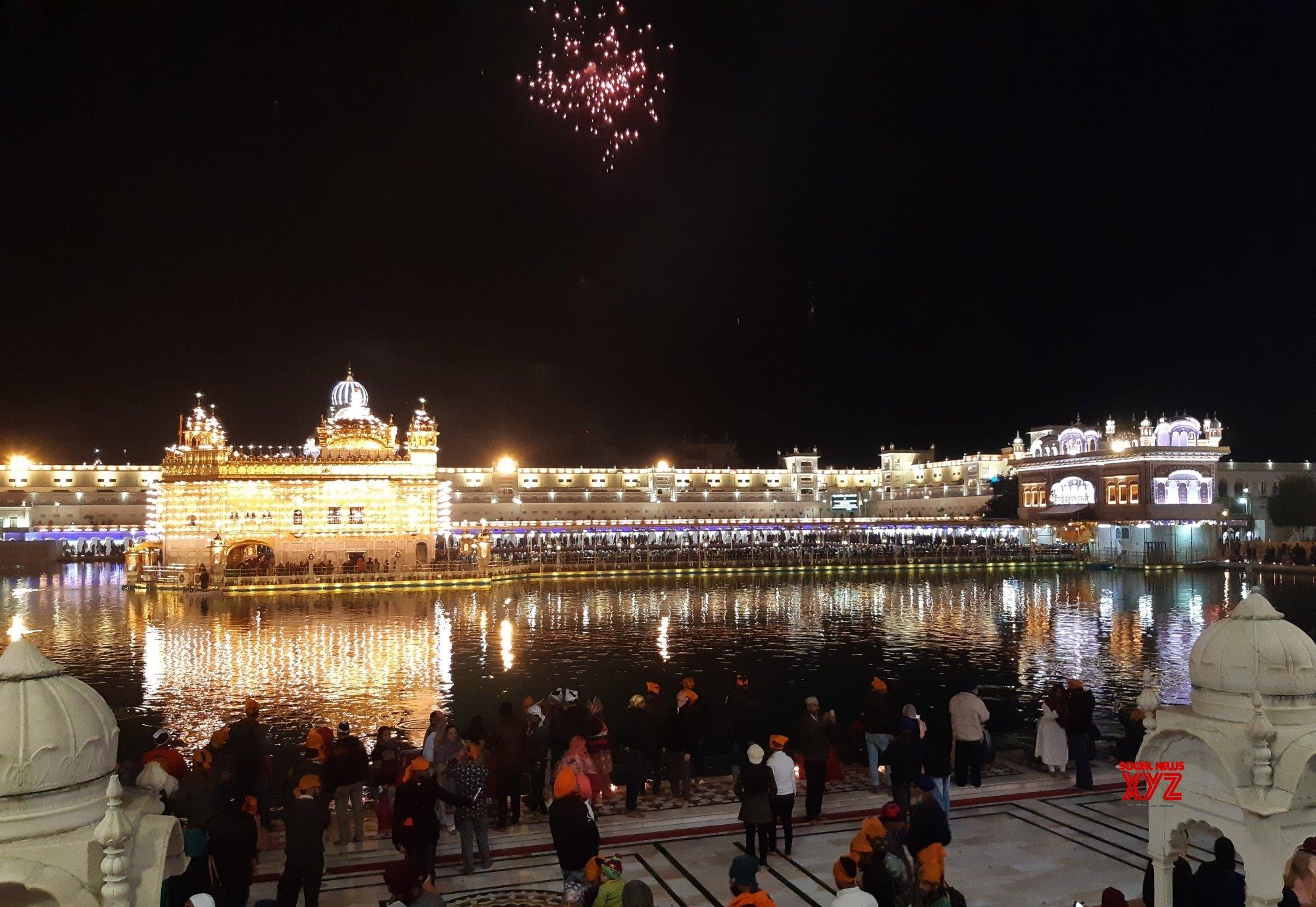 Amritsar: Guru Gobind Singh's birth anniversary - Fireworks at Golden Temple #Gallery