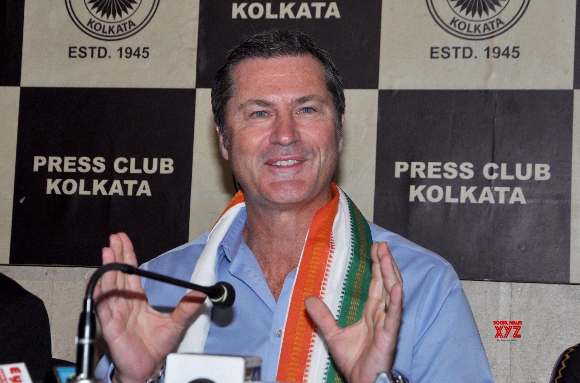 Umpire Taufel backs Hardik, Rahul