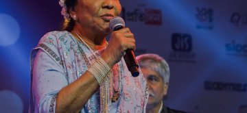 Kolkata: Legendary playback singer Asha Bhosle performs during a programme in Kolkata on Jan 14, 2019. (Photo: IANS)