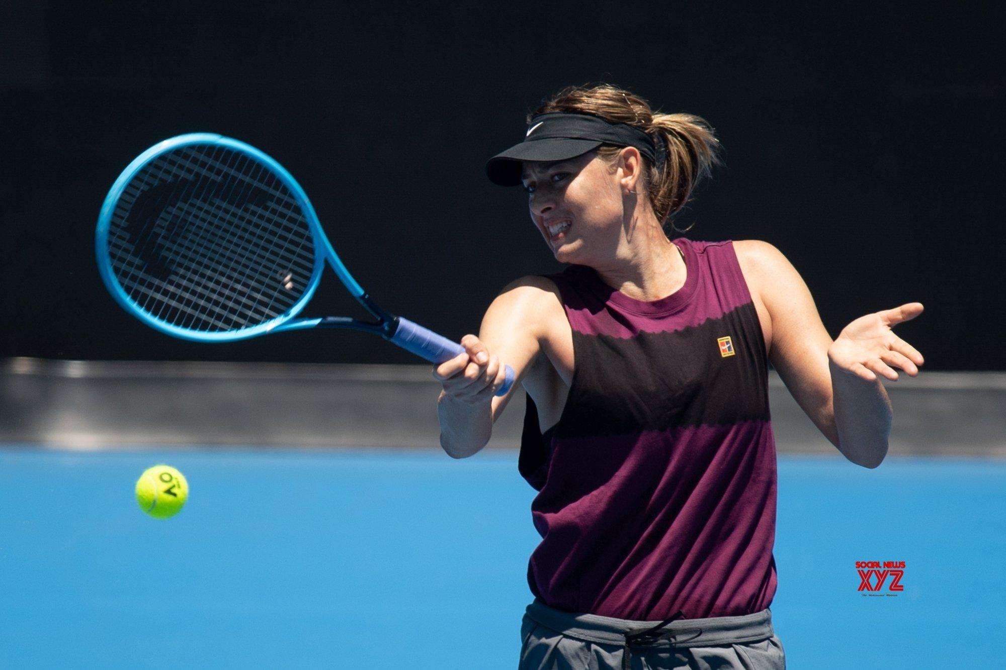 Sharapova routs Dart in straight sets at Australian Open