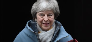 (190121) -- LONDON, Jan. 21, 2019 (Xinhua) -- British Prime Minister Theresa May leaves 10 Downing street for the House of Commons, in London, Britain, Jan. 21, 2019. May said on Monday that she would not back a no-deal Brexit or delay the country's departure from the European Union (EU). May made the remarks while addressing lawmakers in the House of Commons to outline her latest proposals for Britain's departure from EU. (Xinhua/Tim Ireland)