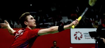 (190123) -- JAKARTA, Jan. 23, 2019 (Xinhua) -- Viktor Axelsen of Denmark hits a return during the men's singles 1st round match against Subhankar Dey of India at the Indonesia Masters 2019 in Jakarta, Indonesia, Jan 23, 2019. Viktor Axelsen won 2-1. (Xinhua/Agung Kuncahya B.)