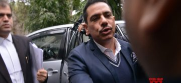 New Delhi: Businessman and brother-in-law of Congress President Rahul Gandhi, Robert Vadra arrives to appear before Enforcement Directorate in New Delhi on Feb 7, 2019. (Photo: IANS)