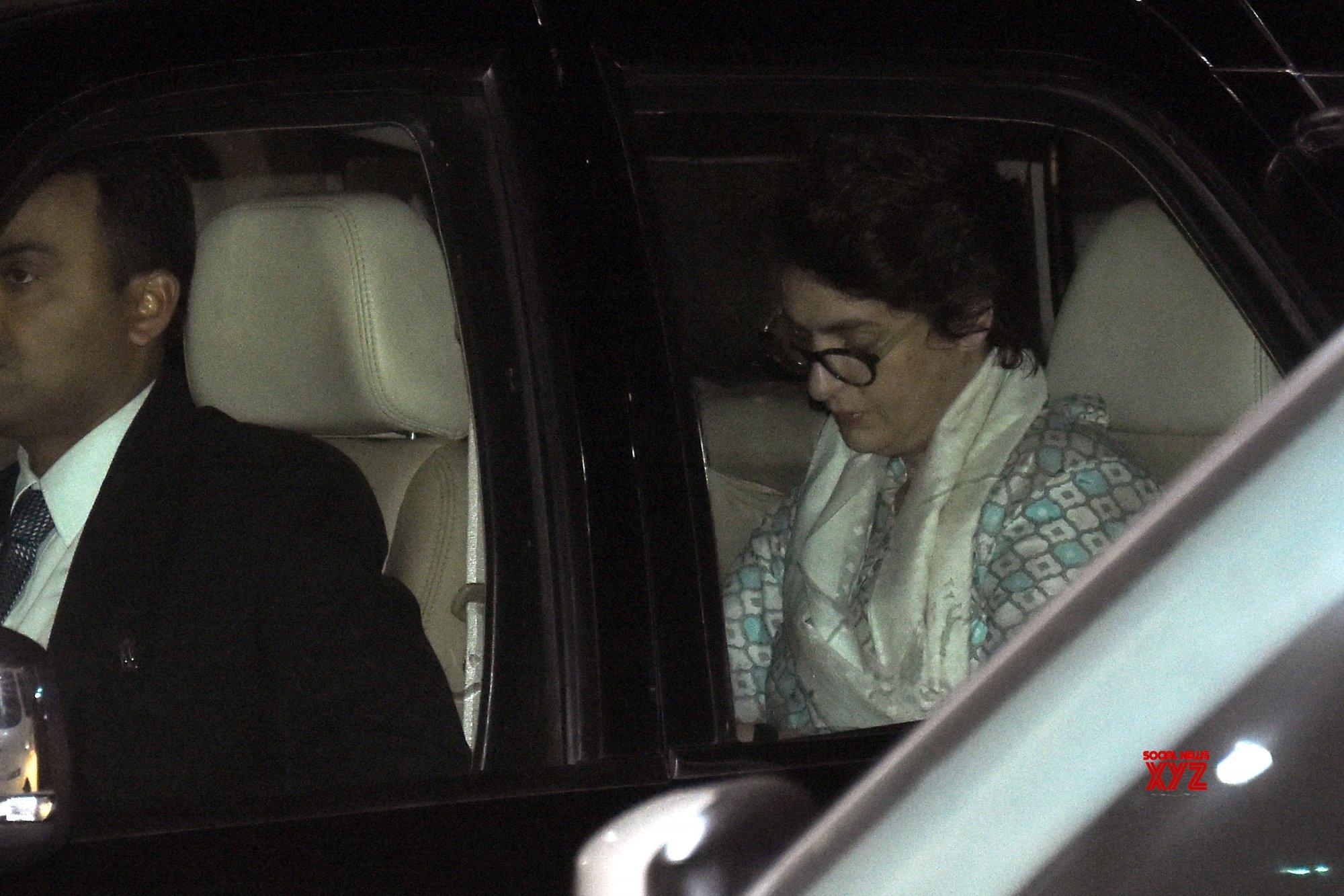 Priyanka in Jaipur, to accompany Robert Vadera to ED office on Tuesday