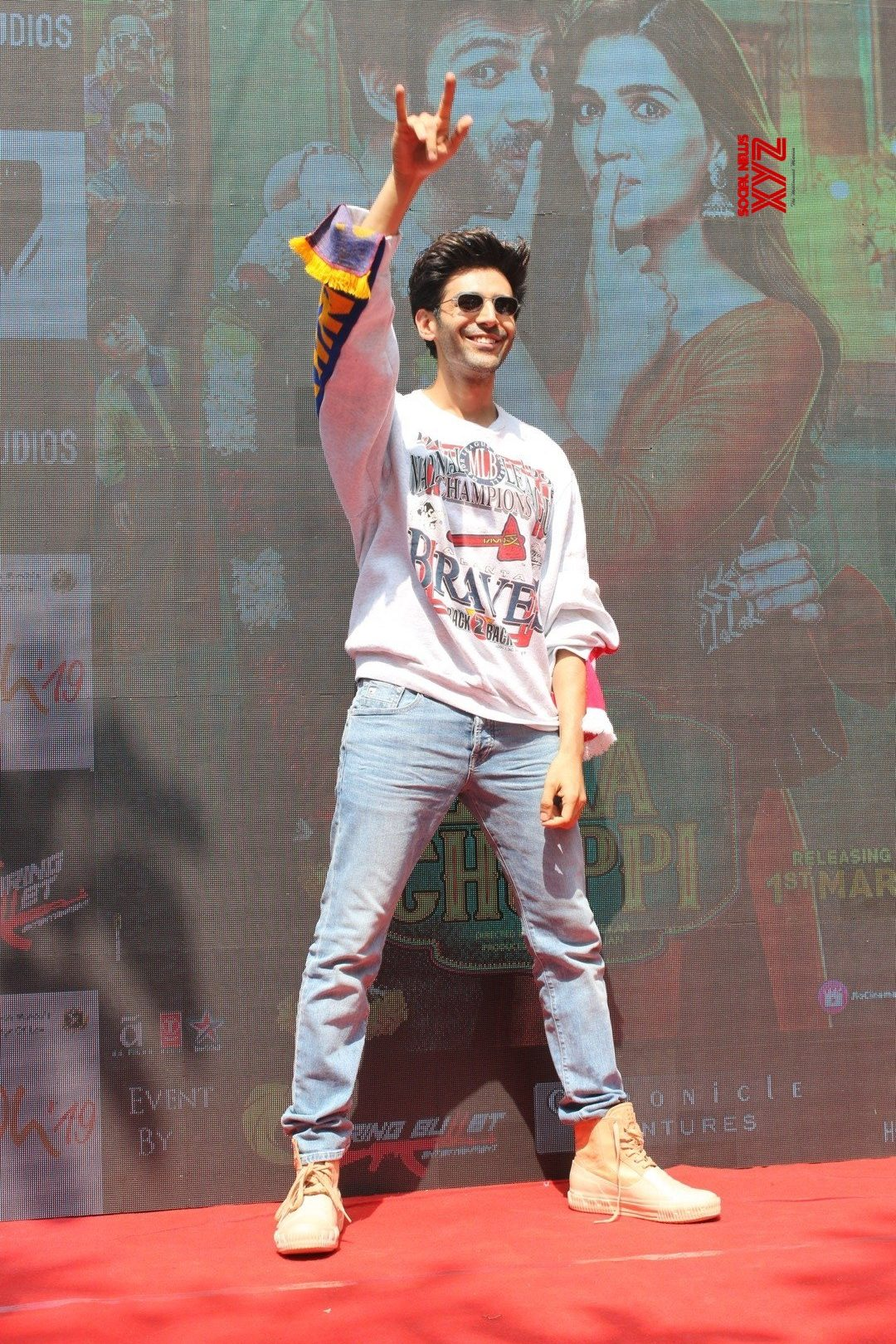 "Mumbai: ""Luka Chuppi ""new song 'photo' launch - Kartik Aaryan #Gallery"