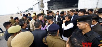 Lucknow: Former Uttar Pradesh Chief Minister and Samajwadi Party leader Akhilesh Yadav who accused the state government of preventing him from taking a flight to Prayagraj where he was to attend the oath-taking ceremony of the Students Union at Allahabad University, in Lucknow on Feb 12, 2019. (Photo: @yadavakhilesh/Twitter)