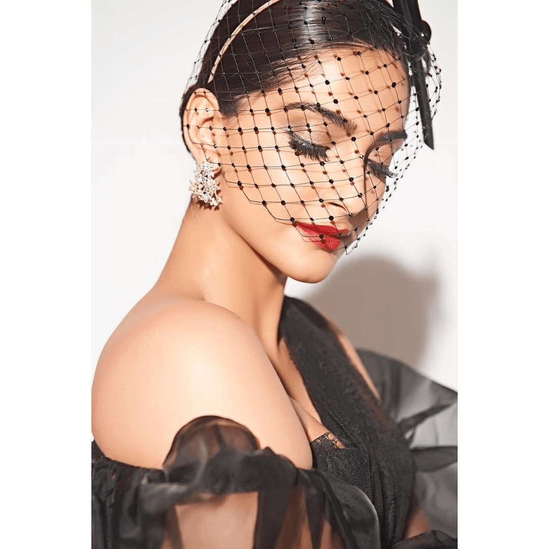 Actress Sonam Kapoor Ahuja Stills From Filmfare Glamour And Style Awards
