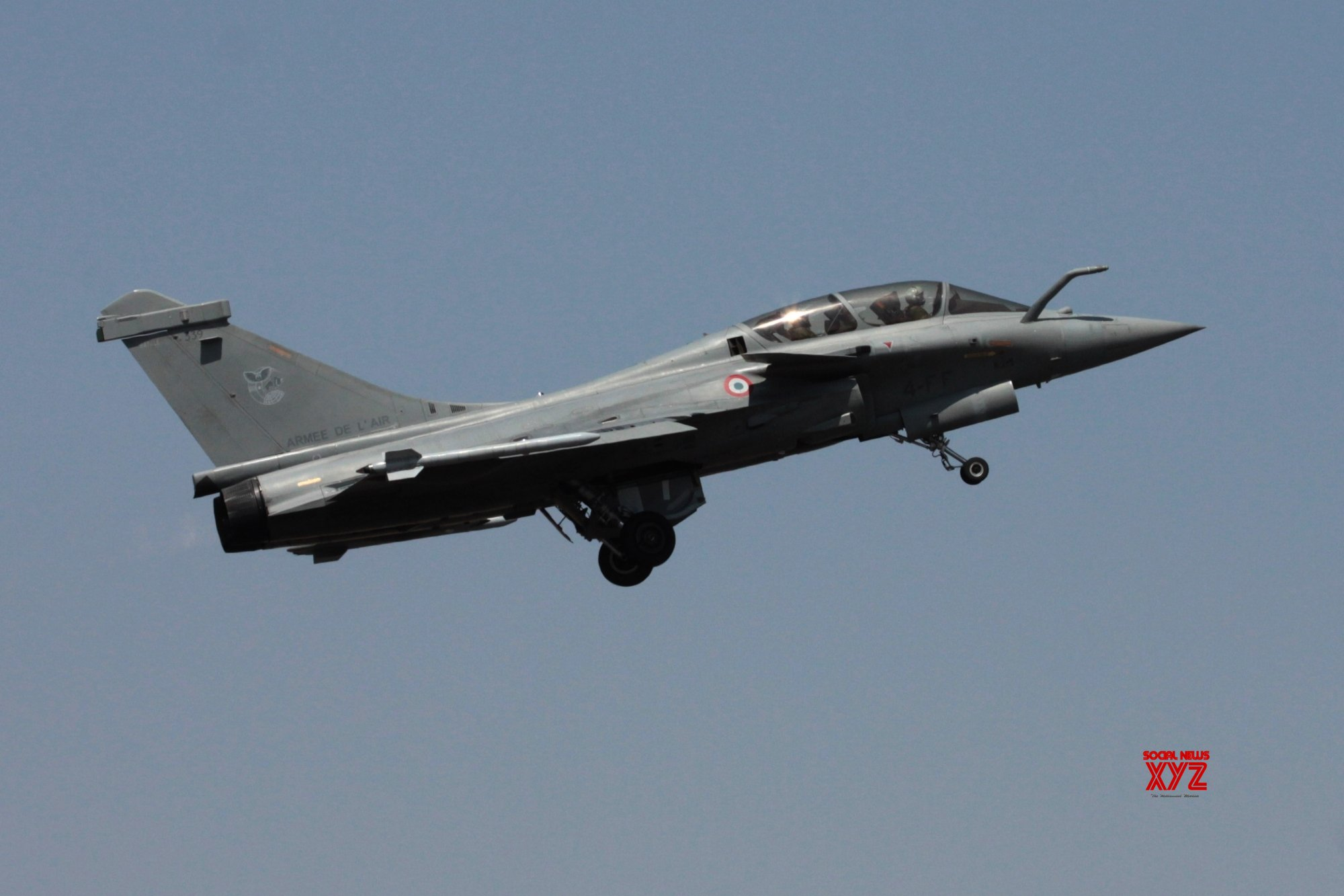 CAG: Delivery schedule in 2016 Rafale contract better by one month