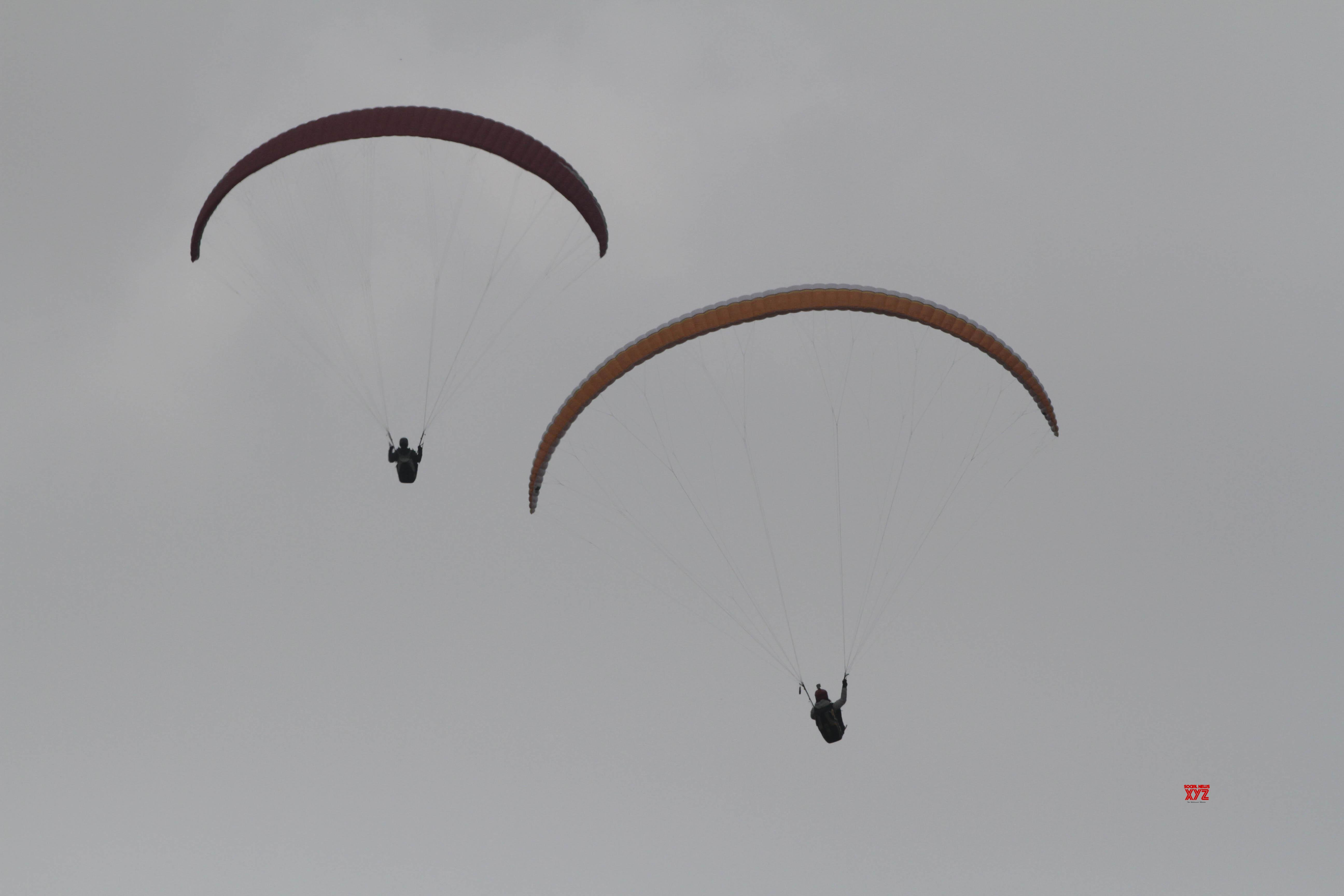 South Korean paraglider crashes to death in Panchgani