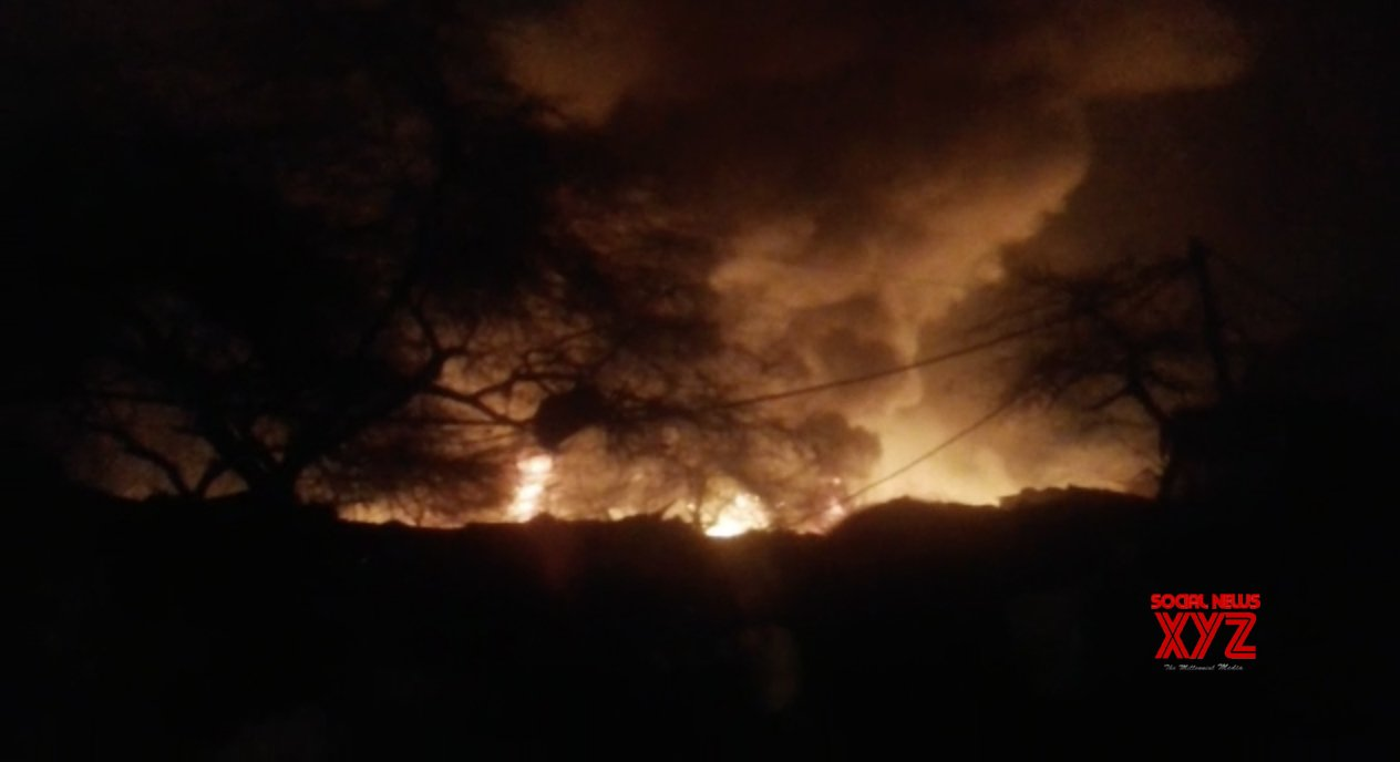 New Delhi: Fire engulfs 250 shanties in Delhi, government offers assistance #Gallery