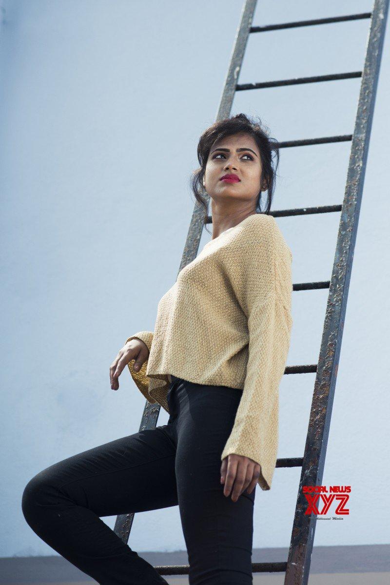 Actress Ramya Pandian New Photo Shoot Stills