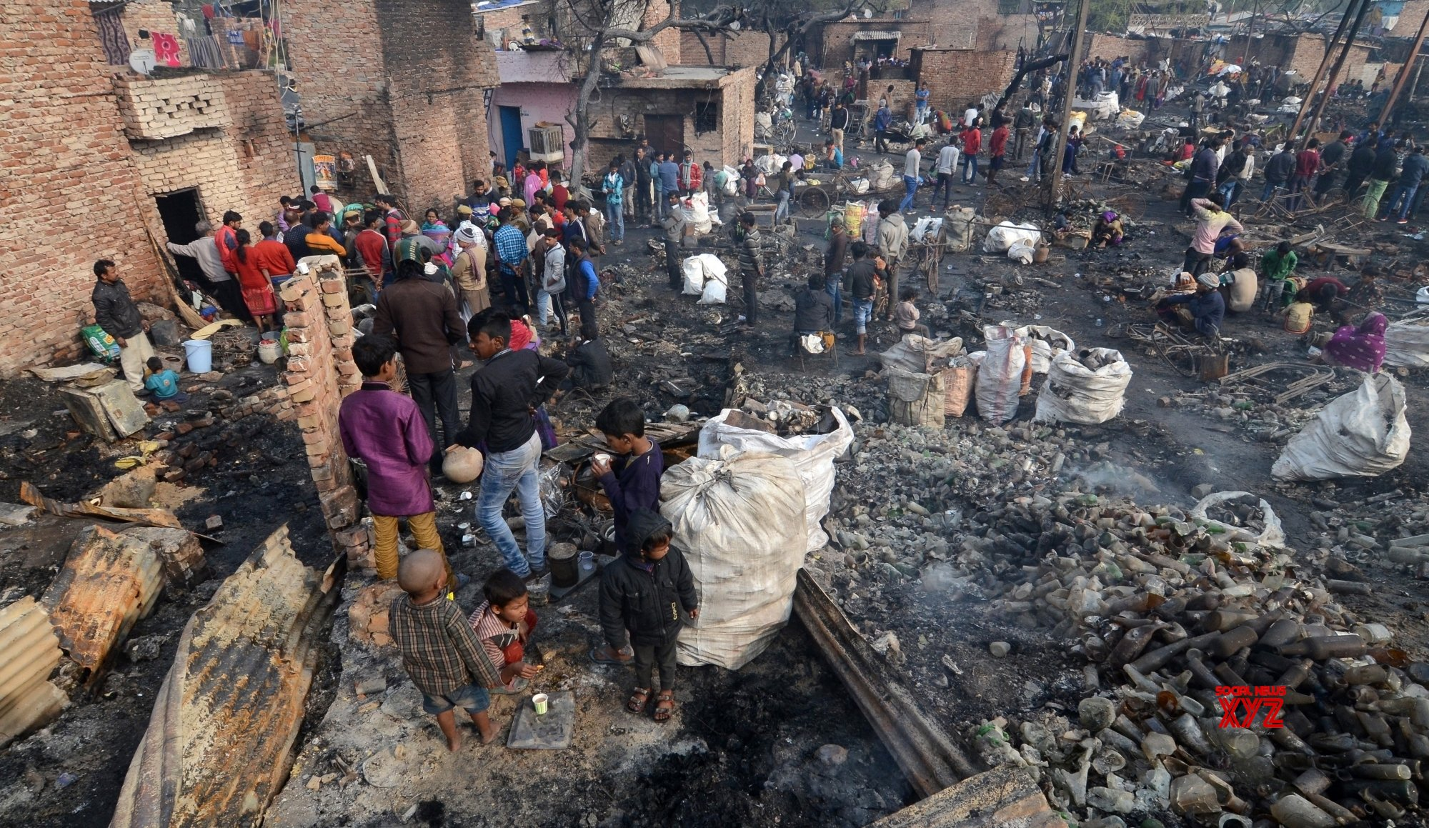 New Delhi: Fire engulfs 250 shanties in Delhi, government offers assistance (Batch - 2) #Gallery