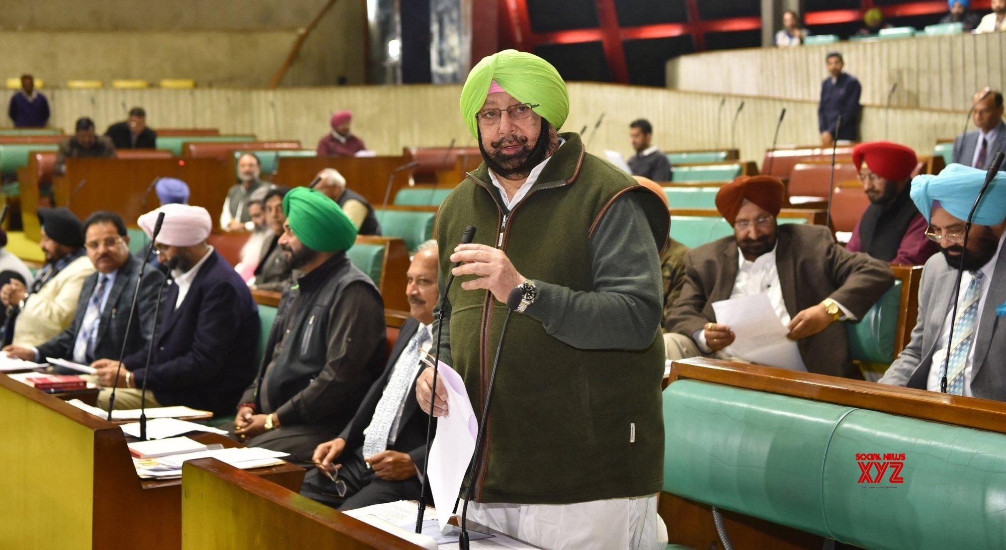 Akalis put up dummy smartphones stall outside Punjab Assembly