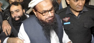 (170131) -- LAHORE, Jan. 31, 2017 (Xinhua) -- Chief of Pakistan's Jamaat-ud-Dawa (JuD) Hafiz Saeed (C) leaves after being detained by police in eastern Pakistan's Lahore on early Jan. 31, 2017. Authorities in Pakistan have detained Hafiz Saeed, chief of Jamaat-ud-Dawa (JuD), the group accused of planning the 2008 attacks in the Indian commercial center of Mumbai that had killed 166 people, the group's spokesman said Tuesday. (Xinhua/Sajjad) (lrz)