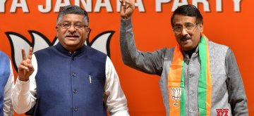 New Delhi: Congress leader Tom Vadakkan joins BJP in the presence of Union Minister and BJP leader Ravi Shankar Prasad in New Delhi, on March 14, 2019. (Photo: IANS)