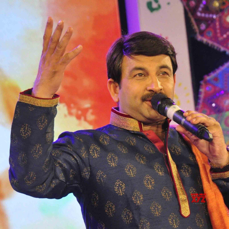 "Patna: Manoj Tiwari performs during ""Rang Barse"" #Gallery"
