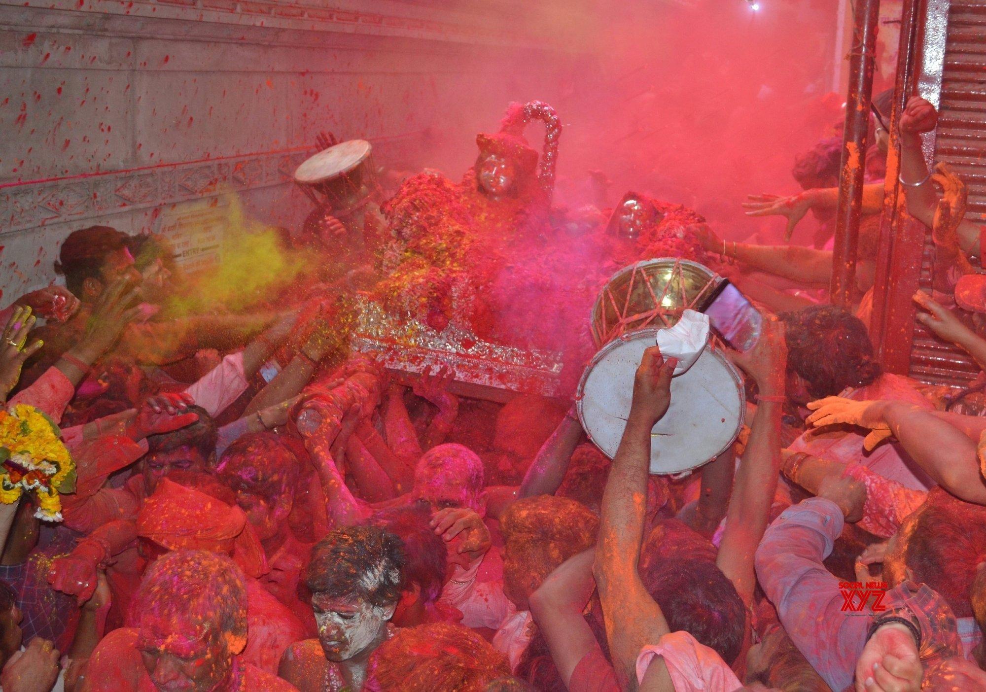 Varanasi: 'Holi' celebrations at Kashi Vishwanath Temple #Gallery