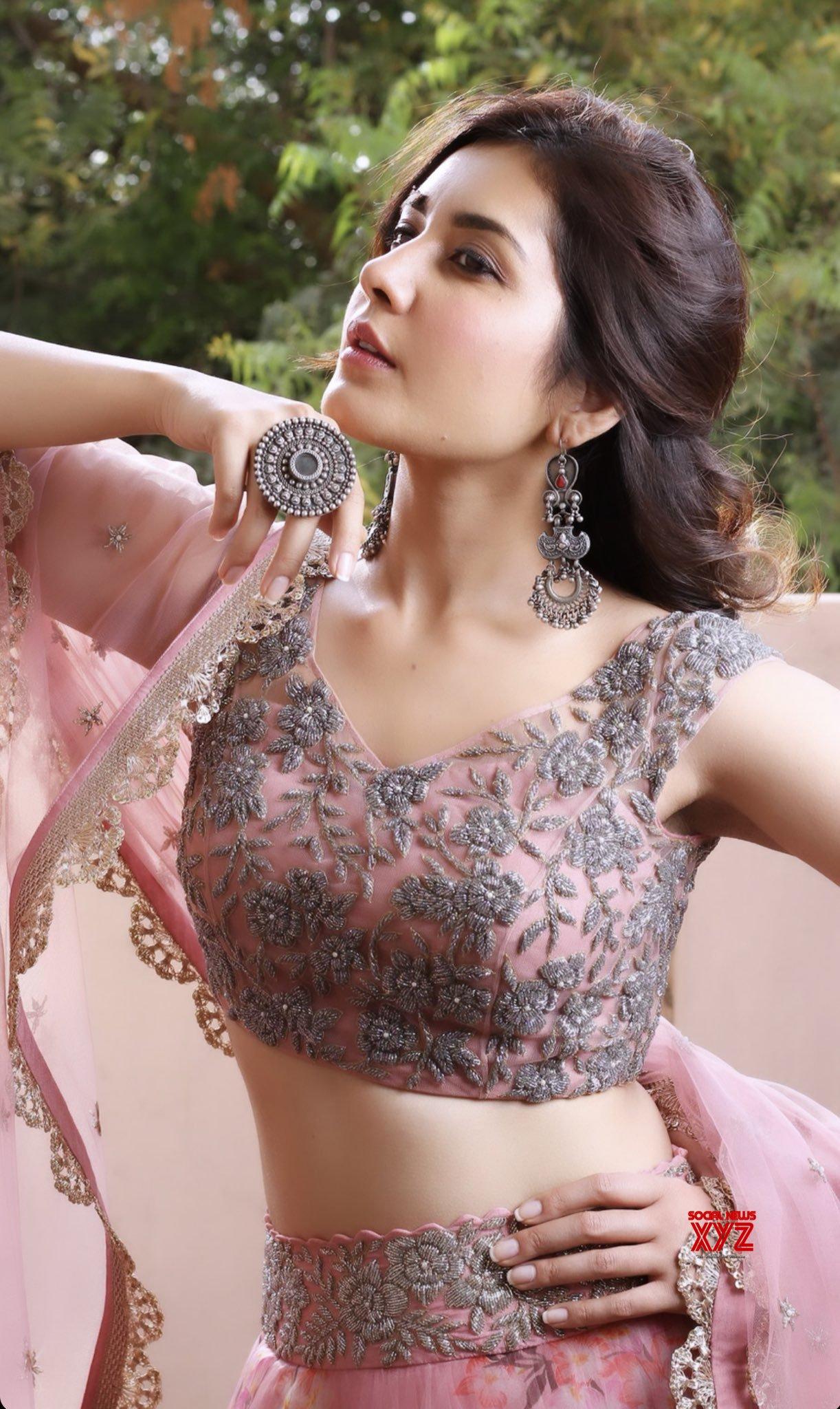 Actress Raashi Khanna New Stills Full Of Swag