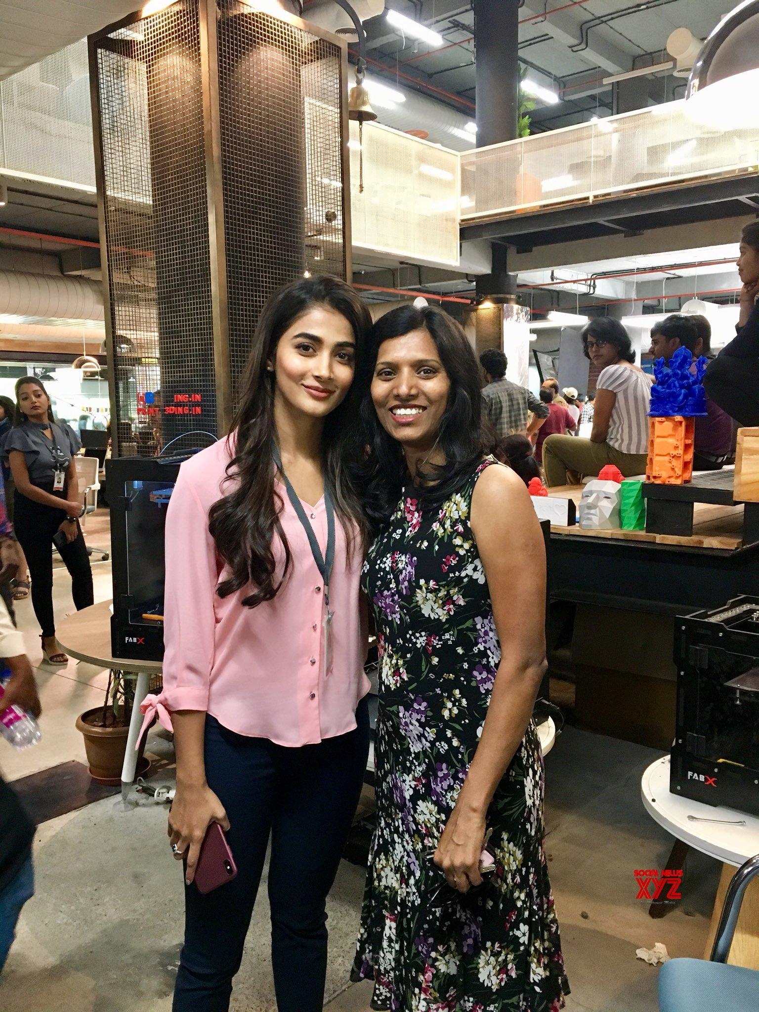 Pooja Hegde, Vamsi Paidipally And Maharshi Team Stills From With Dr. Shanta Thoutam At T Hub