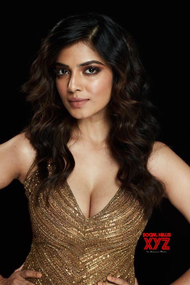 Actress Malavika Mohanan Hot Stills From Zee Cine Awards 2019