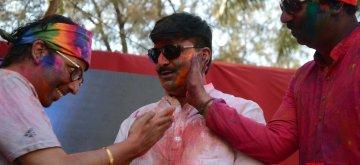 Mumbai: Shiv Sena MP Rahul Shewale celebrates Holi in Mumbai on March 21, 2019. (Photo: IANS)