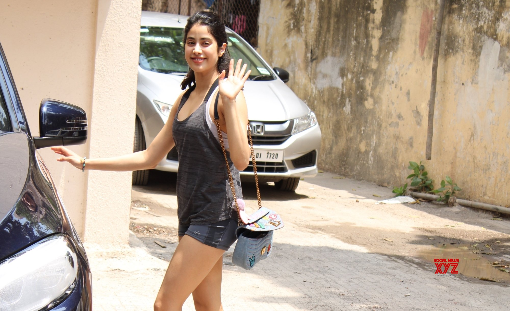 Mumbai: Janhvi Kapoor seen at Bandra #Gallery
