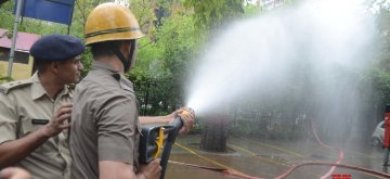 New Delhi: Fire Fighters during a mock drill at Kasturba Gandhi Marg in New Delhi on April 16, 2019. (Photo: IANS)