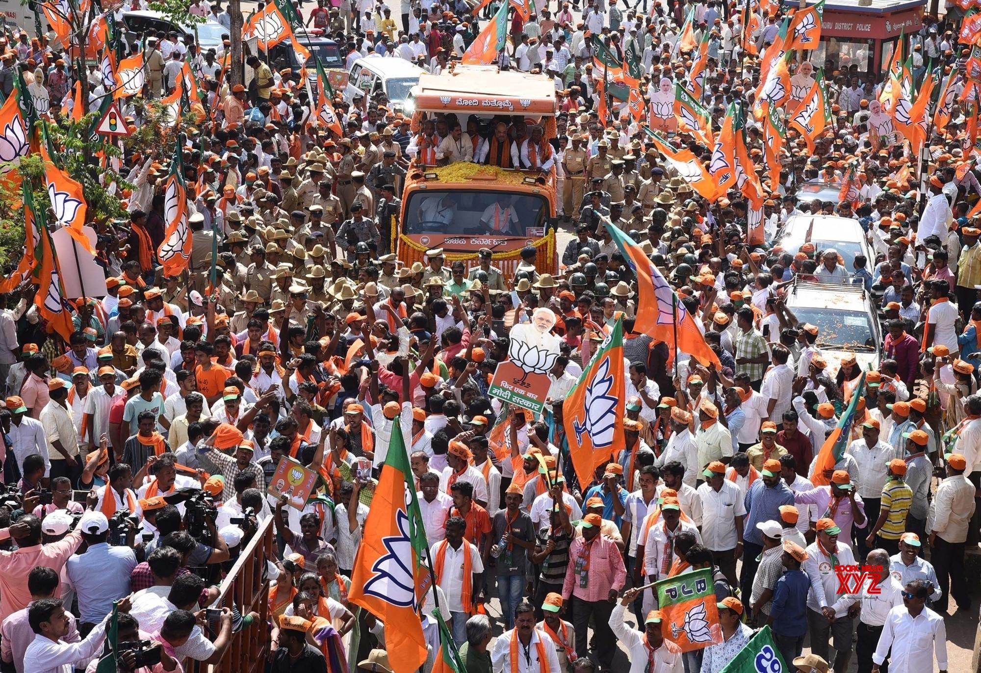 Tumakuru: 2019 Lok Sabha polls: Amit Shah during road show in Karnataka #Gallery