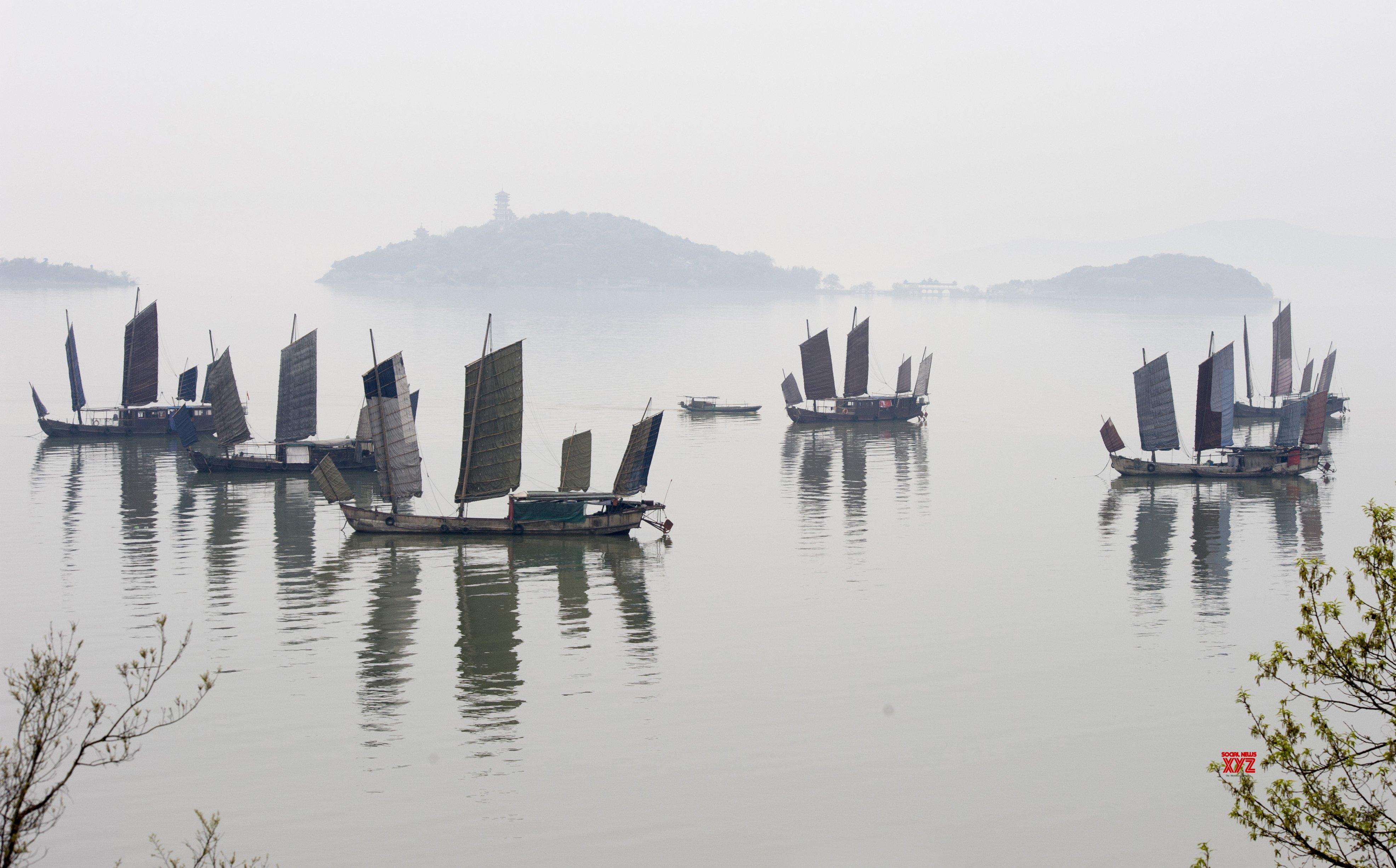 CHINA - JIANGSU - TAIHU LAKE - MORNING FOG (CN) #Gallery
