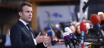 (190410) -- BRUSSELS, April 10, 2019 (Xinhua) -- French President Emmanuel Macron speaks to journalists at the European Union headquarters prior to the special meeting of the European Council in Brussels, Belgium, on April 10, 2019. Leaders of the European Union's remaining 27 member countries have agreed to an extension of Brexit, European Council President Donald Tusk said on Twitter Wednesday night. (Xinhua/Zhang Cheng)